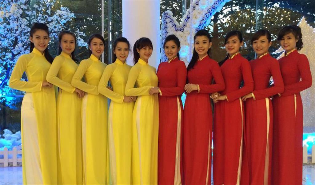 Dịch vụ cho thuê áo dài lễ tân, áo dài khánh tiết chuyên nghiệp tại Ấn Tượng Hà Shop