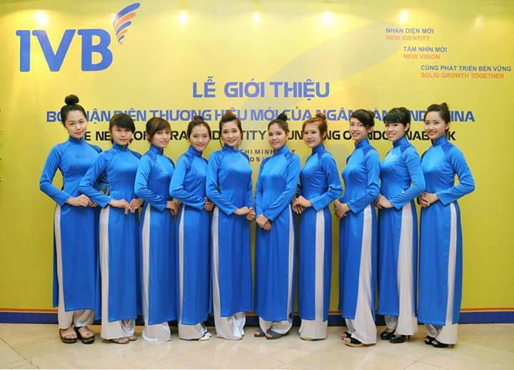 Cho thuê áo dài lễ tân màu xanh đẹp hút hồn đẹp mà rẻ ở TpHCM