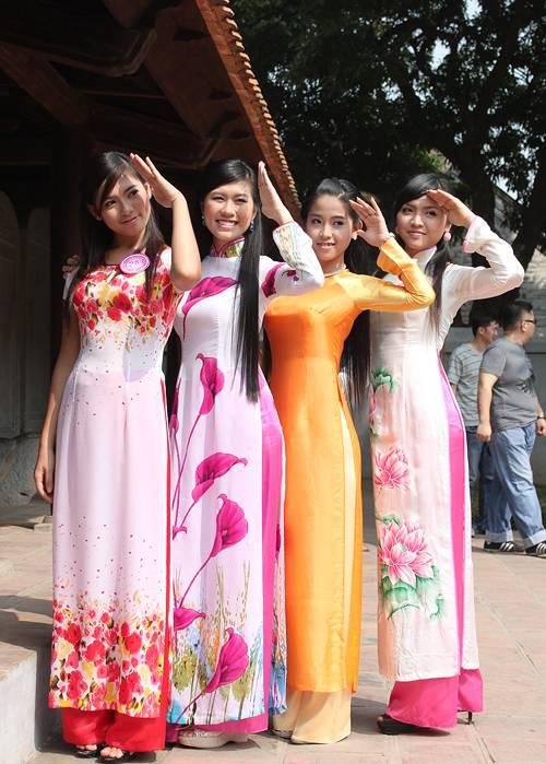 cho-thue-ao-dai-thiet-ke-cho-le-an-hoi_compressed